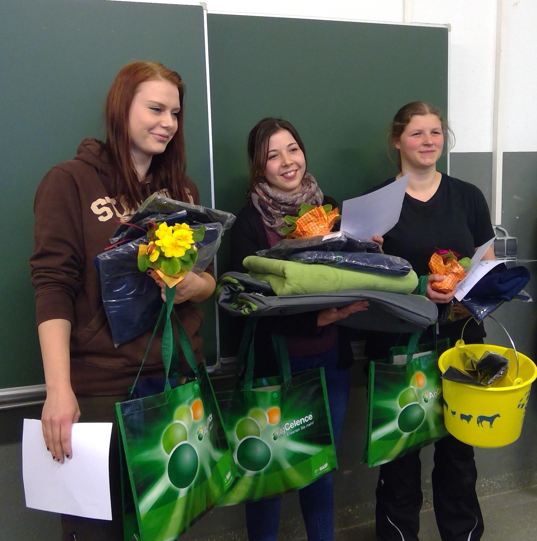 Celina Lukat, Henriette Bitterlich und Teresa Lowaschi (v. links)