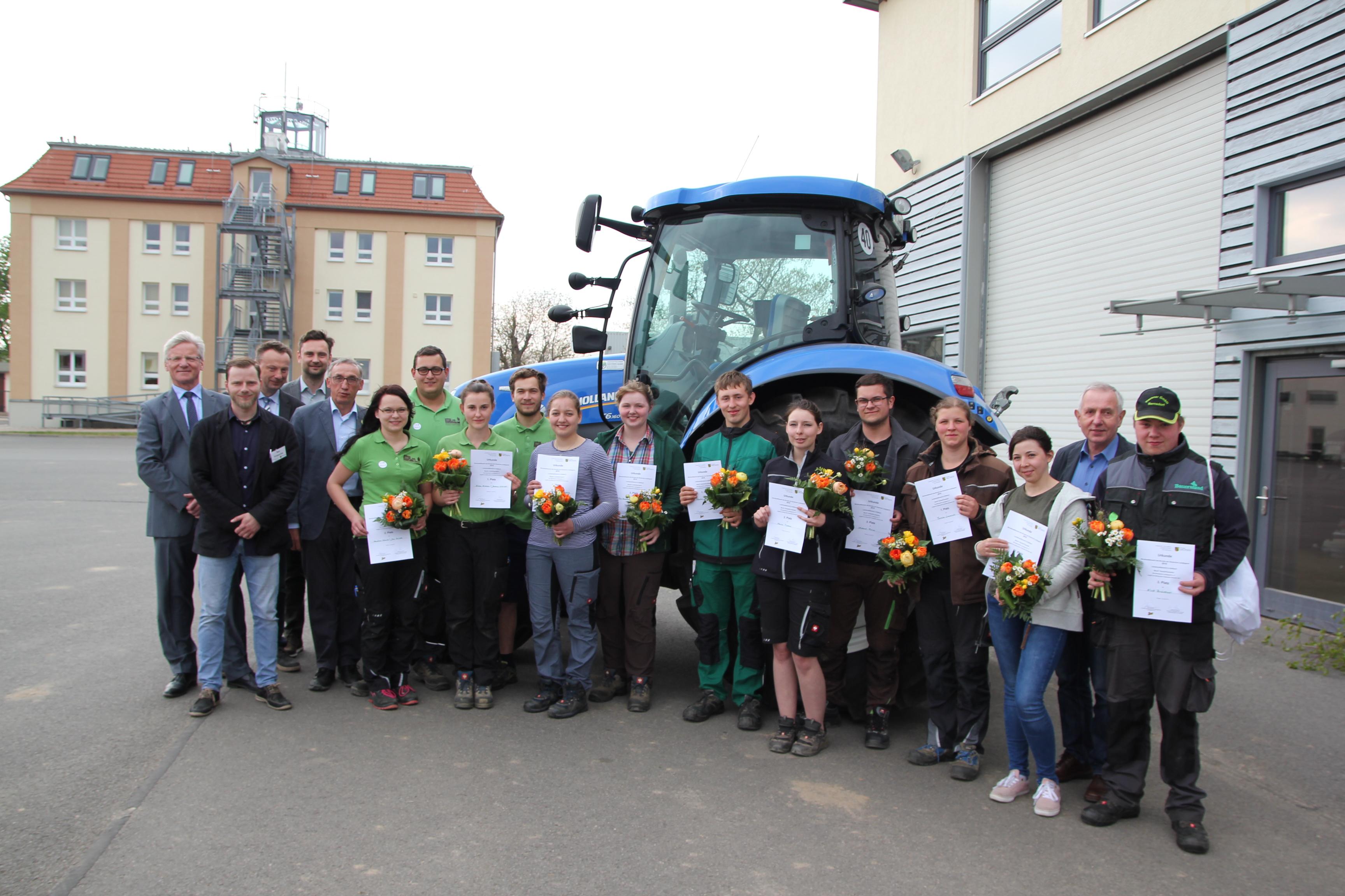 die Teilnehmer*innen zum Landesentscheid der Landwirt*innen und Tierwirt*innen mit ihren Gratulanten